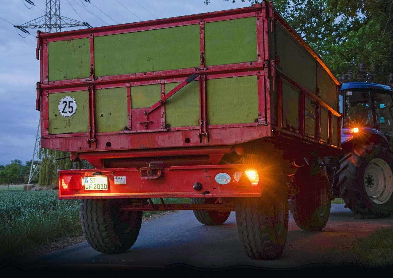 Nachgerüstete Lichtanlage am Anhänger