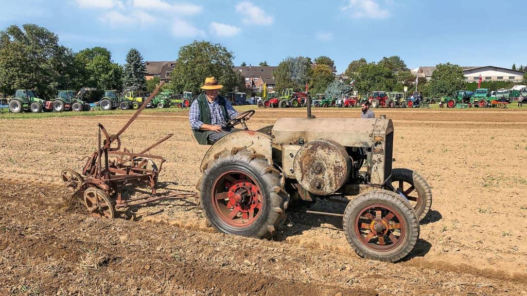Oldtimer Traktoren im Einsatz