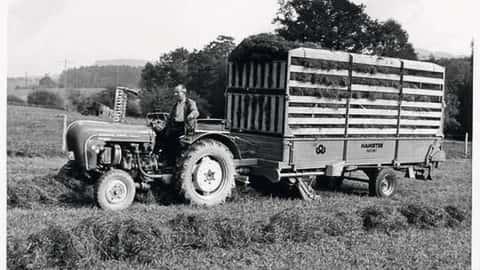 Historisches Foto eines Ladewagens