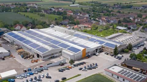 Photovoltaikanlage auf dem Betriebsgelände in Österreich von Hauer