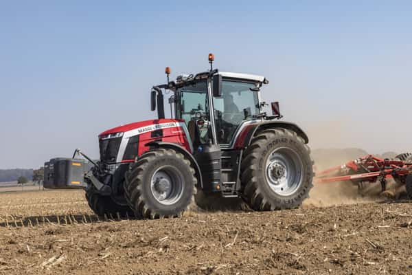 Traktor Massey Ferguson 8S